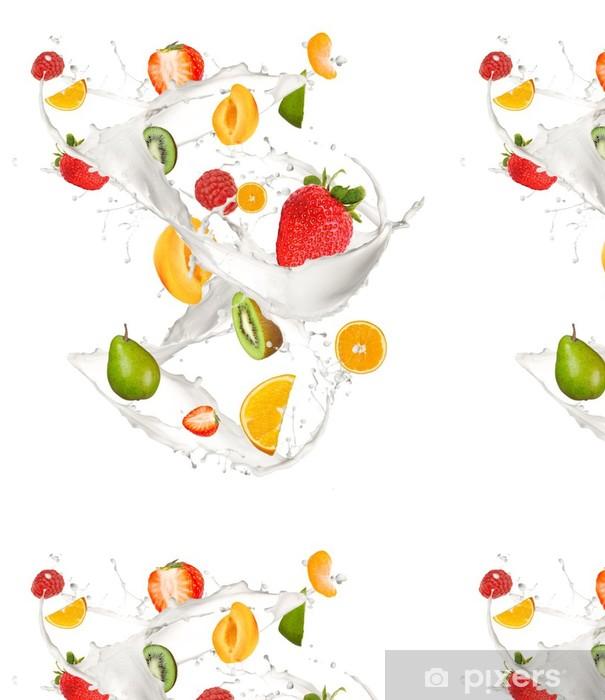 Carta da Parati a Motivi in Vinile Misto di frutta in latte splash, isolato su sfondo bianco - Adesivo da parete