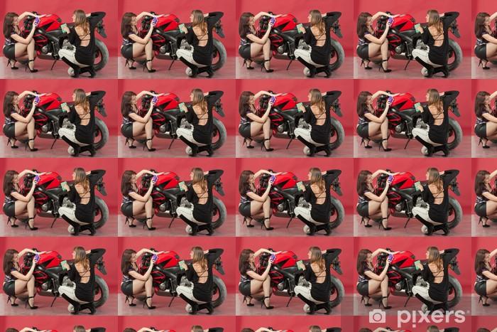 Papier peint vinyle sur mesure Deux jeunes filles se lavent un vélo, sur fond rouge - Autres
