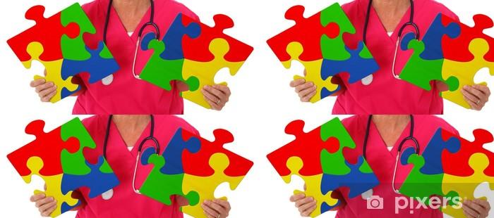 Vinyltapete Krankenschwester hält zwei Puzzlestücke, die jeweils Autismus - Gesundheit & Medizin