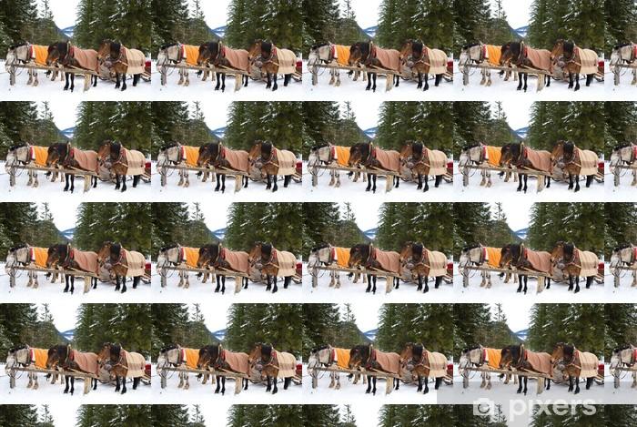 Papier peint vinyle sur mesure Chevaux dans la neige - Vacances