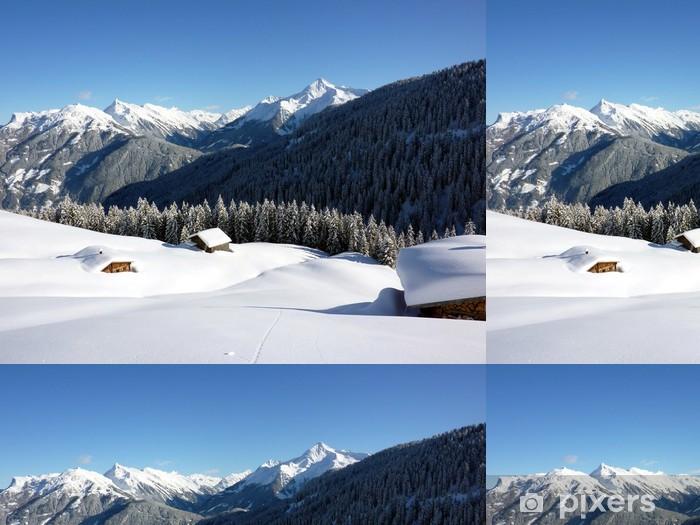 Winterlandschaft mit eingeschneiten almhütten Vinyylitapetti - Lomat