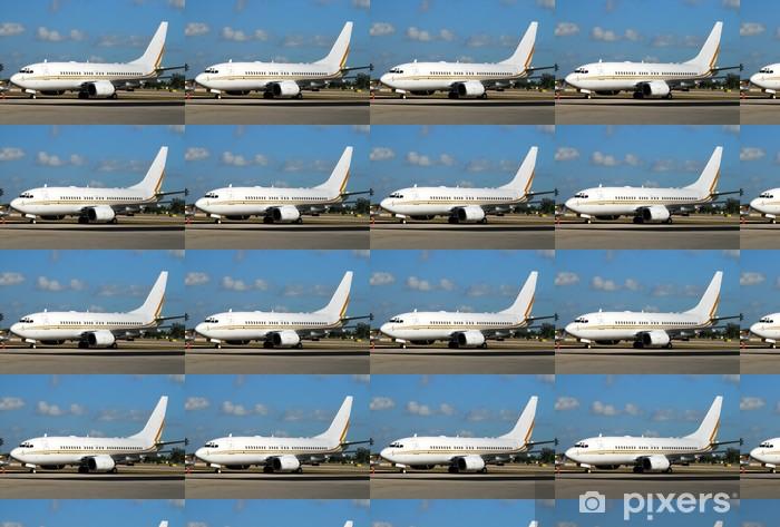 Tapeta na wymiar winylowa Nowoczesny samolot pasażerski w oczekiwaniu na lot na pasie startowym - Transport powietrzny