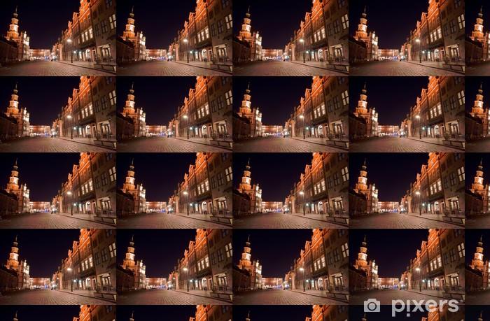 Vinyltapete nach Maß Und Stadthäuser auf dem Markt in der Nacht in Poznan 2 - Themen