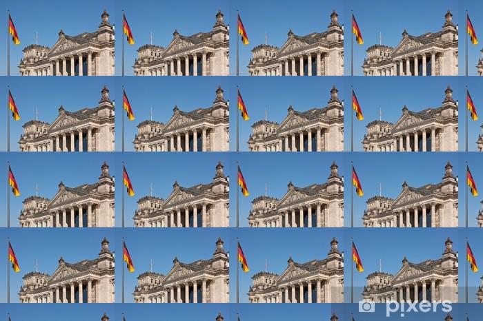 Tapeta na wymiar winylowa Reichstag w Berlinie z niemiecką flagą, siedzibę Bundestagu - Miasta europejskie