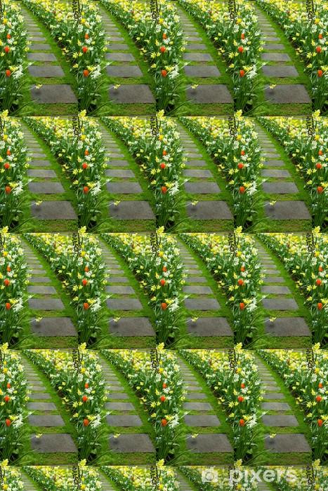 Papier peint vinyle sur mesure Chemin à pied en pierre d'enroulement dans le jardin - Fleurs