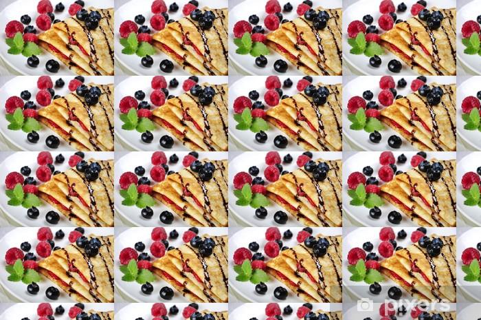 Papier peint vinyle sur mesure Crêpes sereved aux framboises - Desserts et friandises