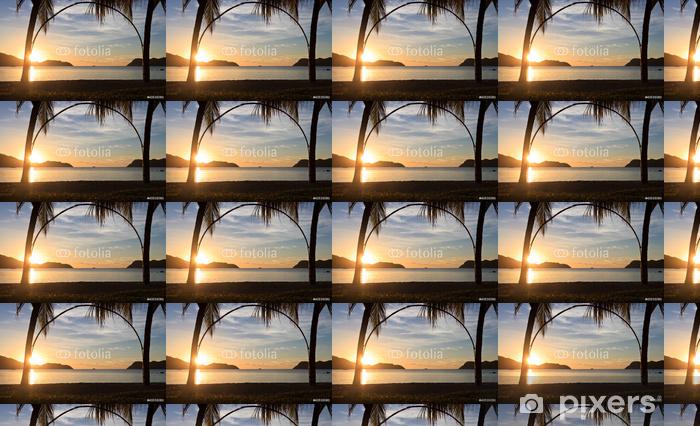 Spesialtilpasset vinyltapet Tropisk strand ved solnedgang - Ferie og Høytid
