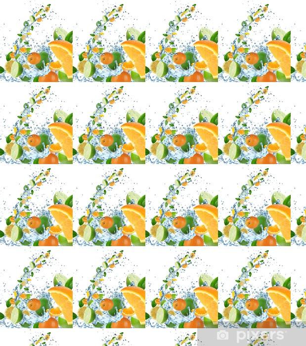 Papier peint vinyle sur mesure Fruits frais dans les projections d'eau - Fruits