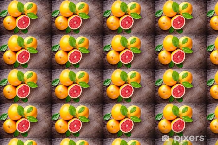 Tapeta na wymiar winylowa Świeżo zebrane grejpfrutów na tle drewniane - Owoce