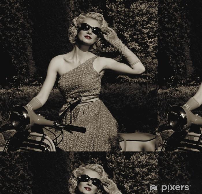 Vinylová Tapeta Žena v retro šaty s skútr - Jiné