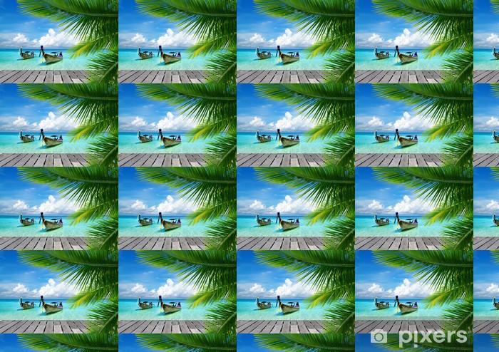 Pomost z widokiem na tropikalne morze