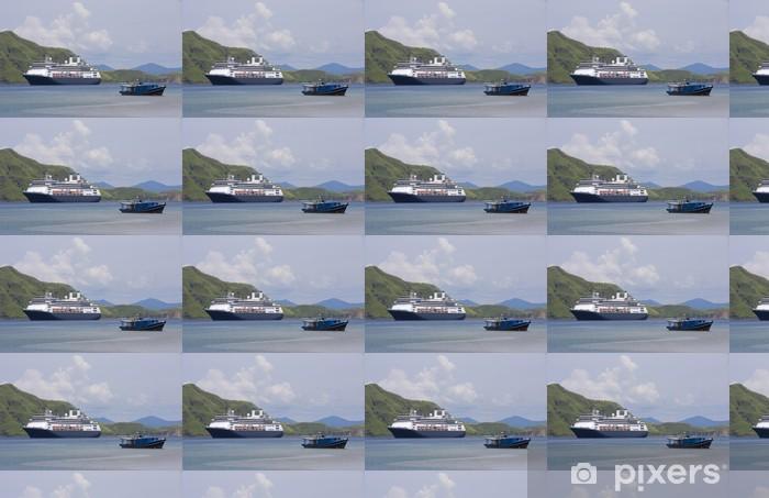 Tapeta na wymiar winylowa Statek i łodzi rybackich w Zatoce Wyspa Komodo w Indonezji - Wakacje