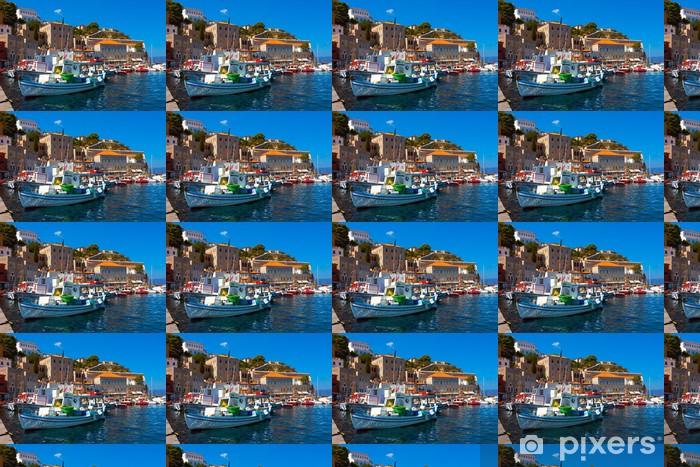 Tapeta na wymiar winylowa Łodzie rybackie w greckiej wyspie Hydra na Zatokę Sarońską - Miasta europejskie
