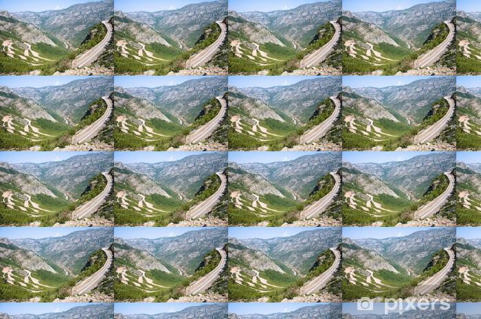Papier peint vinyle sur mesure Winding route dans les montagnes albanaises - Europe