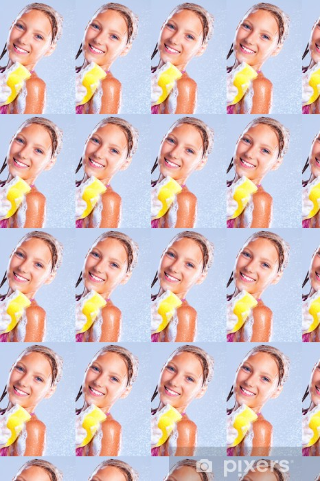 Tapeta na wymiar winylowa Szczęśliwa młoda dziewczyna pod prysznicem. Kąpielowy - Nastolatkowie