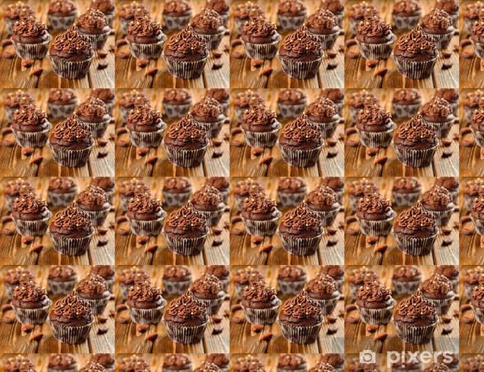 Tapeta na wymiar winylowa Czekolada cupcakes na brązowy tabeli - Słodycze i desery