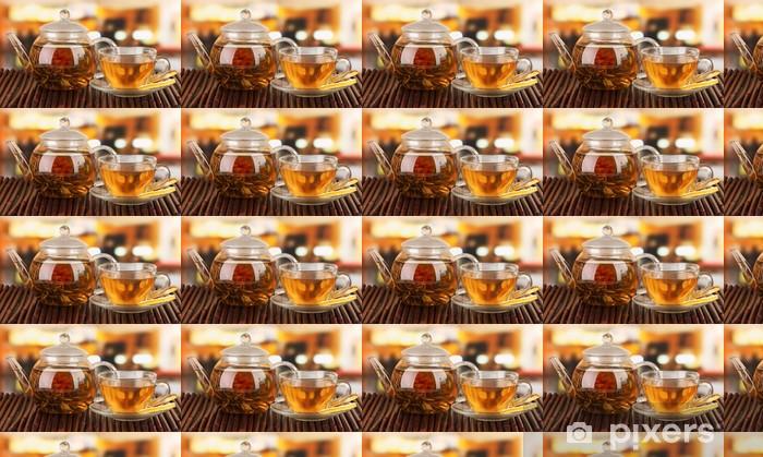 Tapeta na wymiar winylowa Egzotyczne zielona herbata z kwiatami w imbryku szkła - Gorące napoje