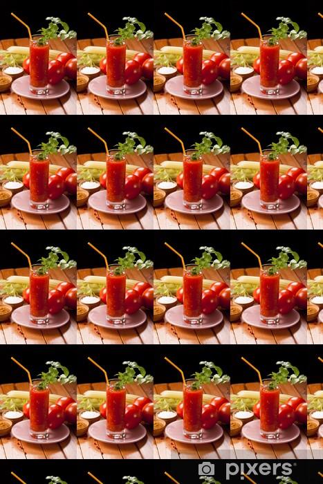Vinyltapete nach Maß Tomatensaft auf dem Tisch - Saft
