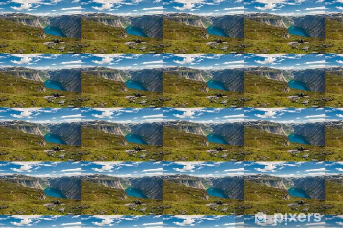 Papier peint vinyle sur mesure Vue sur le lac Ringedalsvatnet, Norvège - Europe