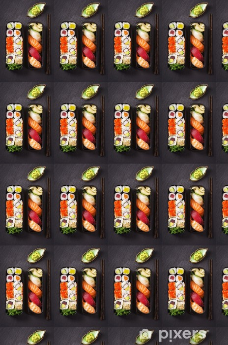 Tapeta na wymiar winylowa Bento box z sushi i rolkach - Sushi