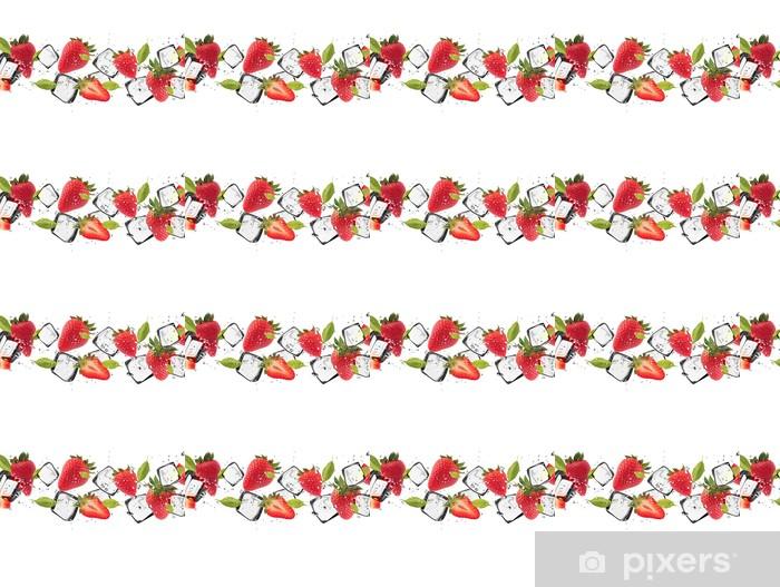 Vinyltapete nach Maß Erdbeeren mit Eiswürfeln, isoliert auf weißem Hintergrund - Wandtattoo