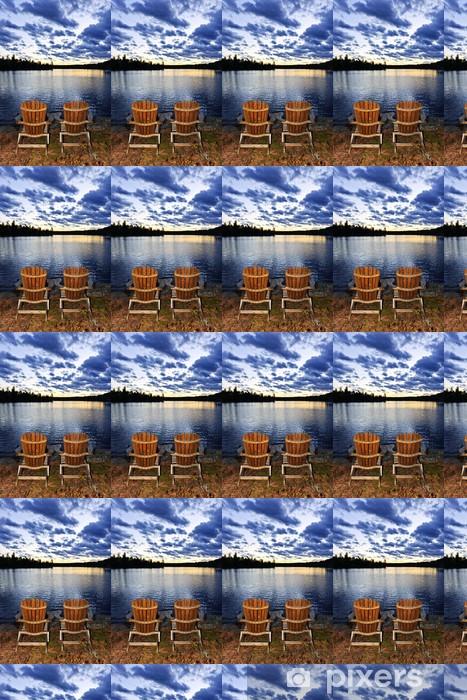 Tapeta na wymiar winylowa Drewniane krzesła o zachodzie słońca na brzegu jeziora - Woda