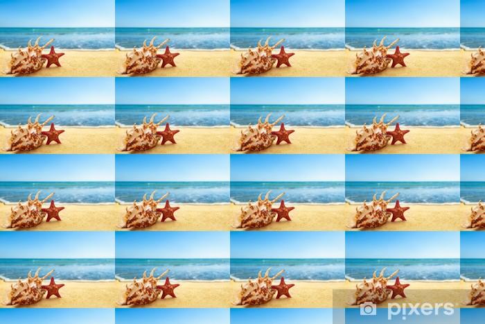 Papier peint vinyle sur mesure Étoiles de mer et coquillage sur la plage - Vacances