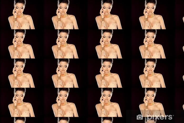 Vinylová tapeta na míru Módní fotografie krásná brunetka pózuje v zlatém jewe - Žena