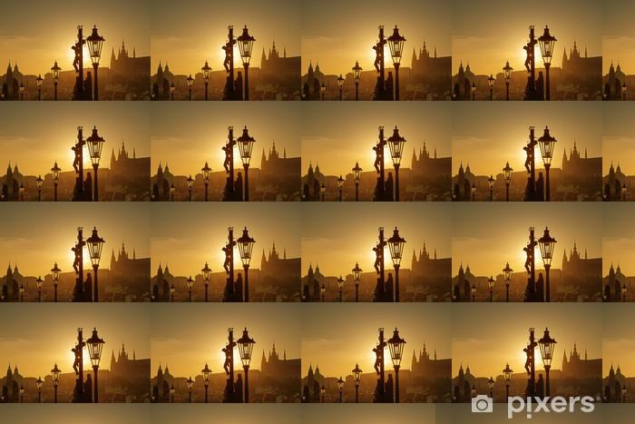Tapeta na wymiar winylowa Widok z Pragi w godzinach wieczornych z mostu Karola - Miasta europejskie