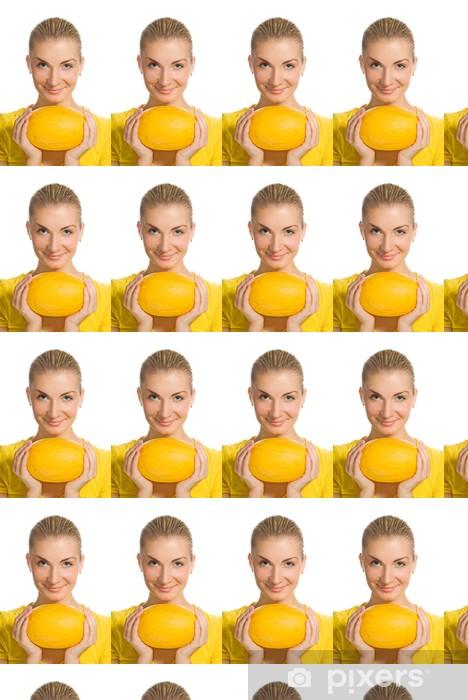 Vinyltapete nach Maß Schönes Mädchen mit reifen Melone - Frauen