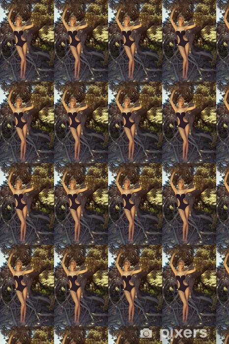 Papier peint vinyle sur mesure Belle dame avec puissant arbre - Femmes