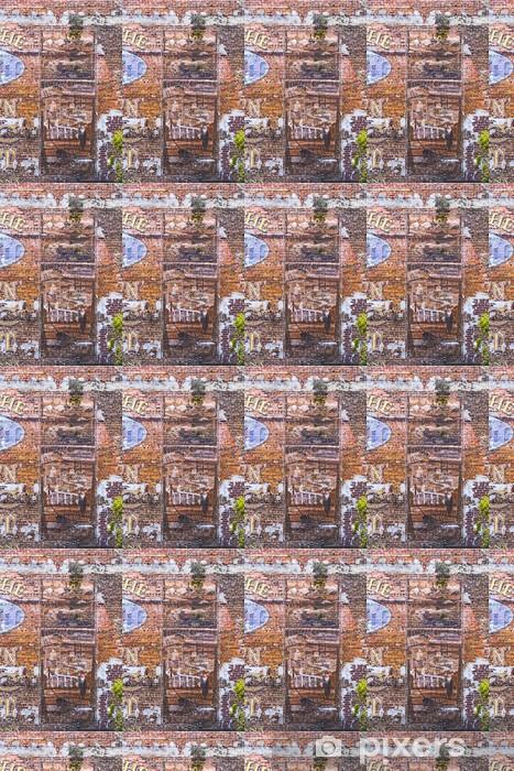 Tapeta na wymiar winylowa Stare malowane obrazy na ścianie z cegły - Ameryka