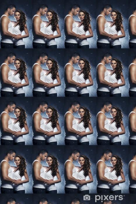 Papier peint vinyle sur mesure Belle jeune couple souriant dans l'amour embrassant intérieur - Couples