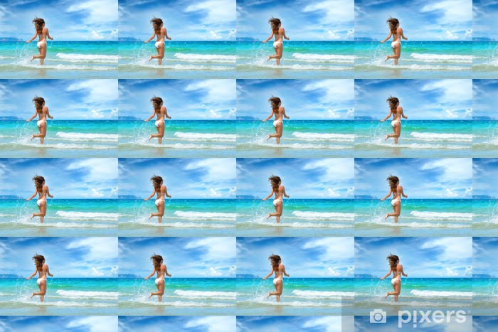 Papier peint vinyle sur mesure Belle jeune fille courir sur la plage Vietnam - Vacances