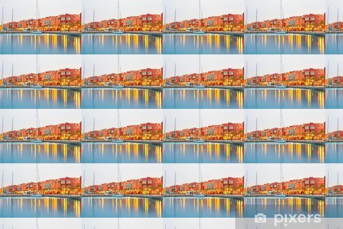 Papier peint vinyle sur mesure Belle architecture de Hurghada Marina au crépuscule en Egypte - Afrique