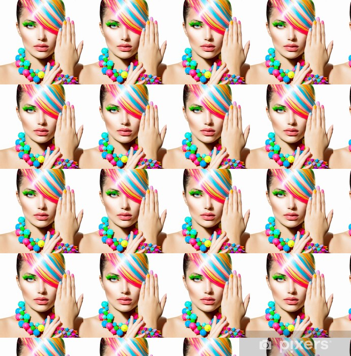 Tapeta na wymiar winylowa Portret piękna dziewczyna z kolorowych do makijażu, włosów i akcesoria - Kobiety