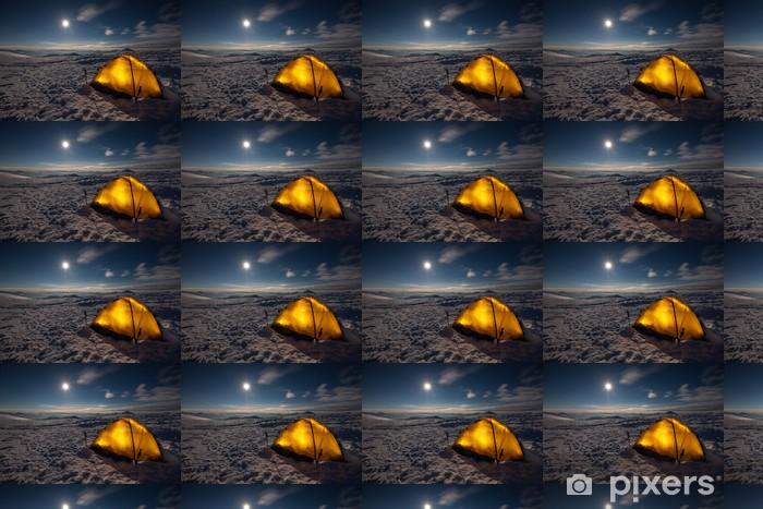 Papier peint vinyle sur mesure Camping au cours de la randonnée d'hiver dans les Carpates - Saisons