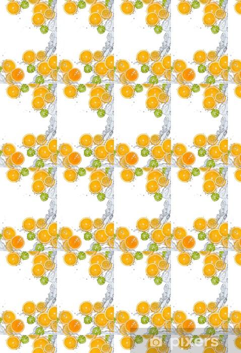 Vinyltapete nach Maß Frisches Obst im Wasser spritzen - Früchte