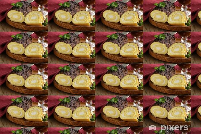 Tapeta na wymiar winylowa Vanilla cake roll z ganache czekolady i śmietany kremowej - Posiłki
