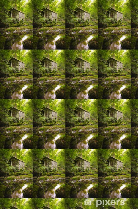 Papel pintado estándar a medida Antigua casa de piedra en un bosque verde - Agricultura