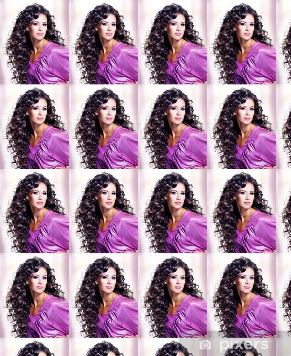 Papier peint vinyle sur mesure Visage d'une belle jeune femme avec de longs poils - Destin