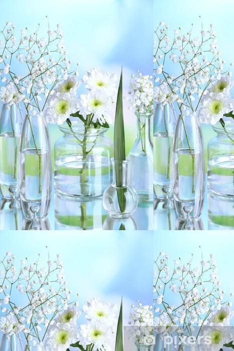 Papier peint à motifs vinyle Plantes dans divers récipients en verre sur fond naturel - Fleurs