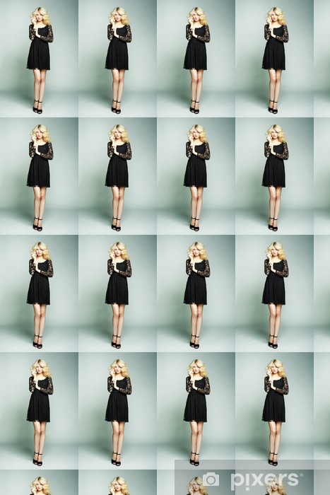Tapeta na wymiar winylowa Fotografia mody młodych wspaniałej kobiety. Dziewczyna stwarzających - Kobiety