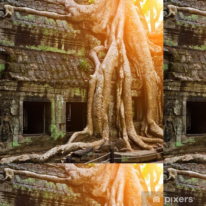 Papel de Parede em Vinil Giant tree covering Ta Prom temple, Siem Reap, Cambodia - Monumentos