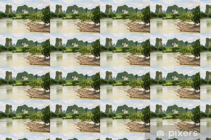 Papier peint vinyle sur mesure Radeaux de bambou dans un paysage idyllique de la rivière Li Yangshuo Chine - Eau