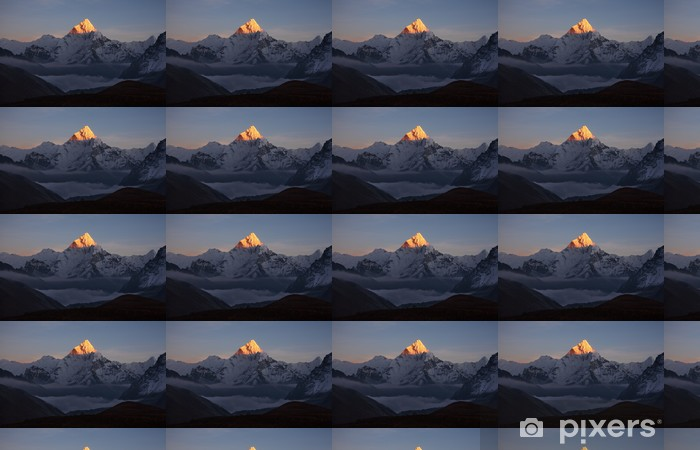 Vinyltapete nach Maß Goldene Pyramide von Ama Dablam Peak (6856 m) bei Sonnenuntergang. - Themen