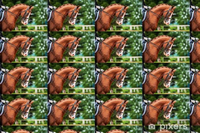 Papier peint vinyle sur mesure Portrait de cheval rouge dans la compétition de dressage - Sports individuels