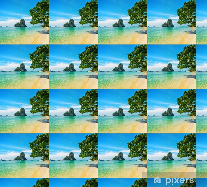Papier peint vinyle sur mesure L'eau claire et ciel bleu. Phra Nang Beach, Thaïlande - Asie