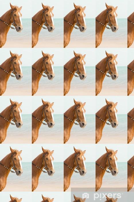 Vinylová tapeta na míru Brown kůň stojí v moři - Savci