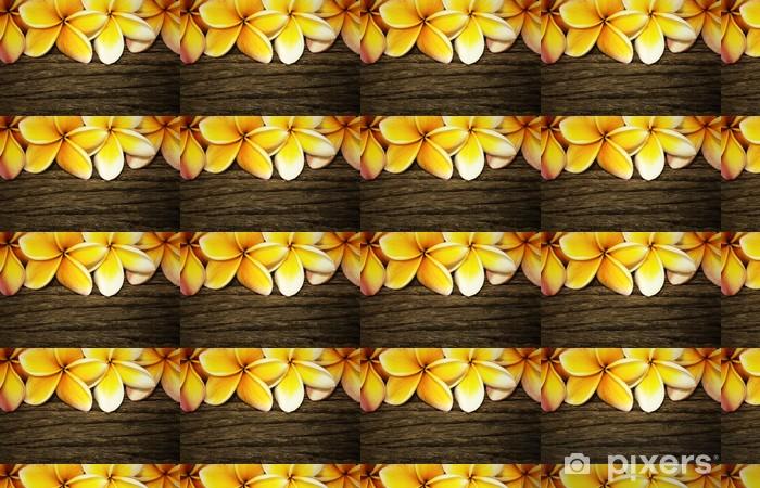 Papier peint vinyle sur mesure Fleur de frangipanier sur le fond en bois - Textures